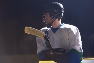 ice hockey player portraitの写真素材 [FYI00789001]
