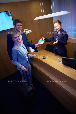 Couple on a business tripの写真素材 [FYI00789092]
