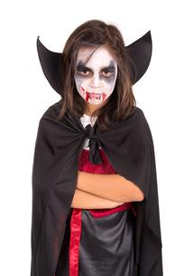 Girl in Halloween vampire costumeの写真素材 [FYI00789191]