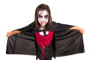Girl in Halloween vampire costumeの写真素材 [FYI00789210]