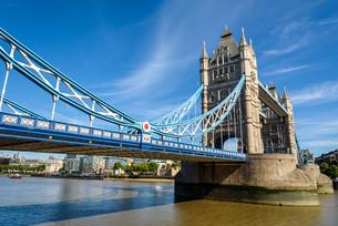 Tower Bridge over the River Thames, London, UK, Englandの写真素材 [FYI00789457]