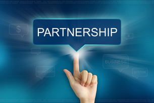 hand clicking on partnership buttonの素材 [FYI00789475]