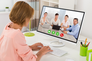 Woman Videoconferencing On Computerの写真素材 [FYI00789533]