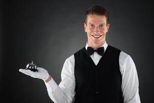 Waiter Holding Service Bellの写真素材 [FYI00789535]