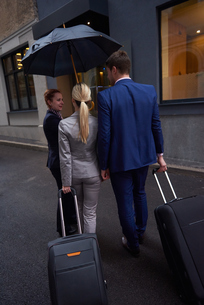 business people couple entering  hotelの写真素材 [FYI00789675]
