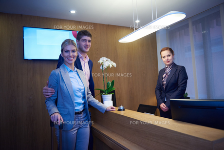 Couple on a business tripの写真素材 [FYI00789706]