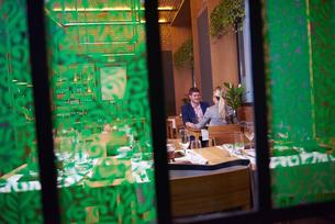 business couple having dinnerの写真素材 [FYI00789748]
