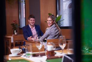 business couple having dinnerの写真素材 [FYI00789753]