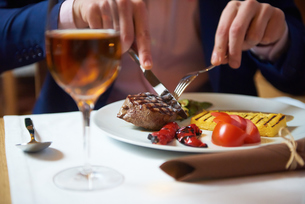 business man eating tasty beef stakの写真素材 [FYI00789765]
