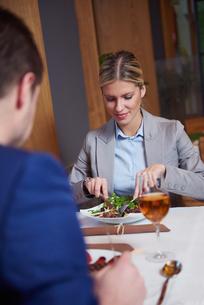 business couple having dinnerの写真素材 [FYI00789766]