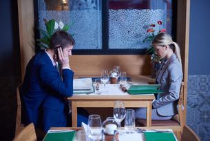 business couple having dinnerの写真素材 [FYI00789773]