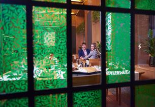 business couple having dinnerの写真素材 [FYI00789779]