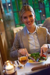business couple having dinnerの写真素材 [FYI00789782]