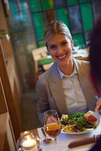 business couple having dinnerの写真素材 [FYI00789794]
