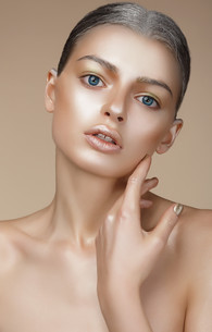 Portrait of Young Woman with Bronzed Skinの写真素材 [FYI00789848]
