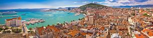 Split waterfront aerial panoramic viewの素材 [FYI00789854]