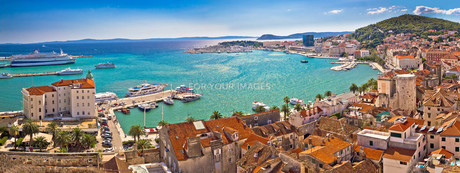 Split historic waterfront panoramic aerial viewの素材 [FYI00789868]
