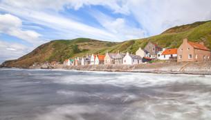 crovie small coastal villageの写真素材 [FYI00789892]