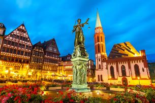Town square romerberg Frankfurt Germanyの写真素材 [FYI00790052]