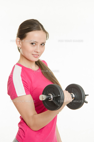Beautiful athlete dumbbell in right handの写真素材 [FYI00790279]