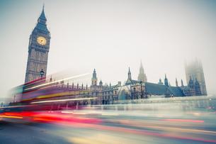Big Ben and double-decker bus, Londonの写真素材 [FYI00790500]