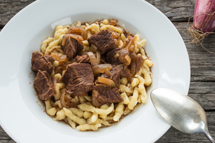 beef goulash with spaetzleの写真素材 [FYI00790626]