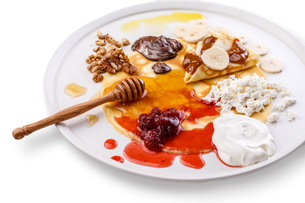 Crepes on a dish with various sweet toppings. Russian blini dessert. Sweet foodの写真素材 [FYI00791116]
