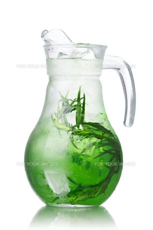 Detox water with tarragonの写真素材 [FYI00791167]