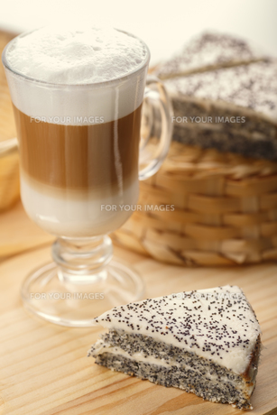 Latte with dessertの写真素材 [FYI00791223]