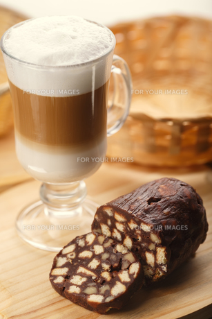 Latte with dessertの写真素材 [FYI00791233]