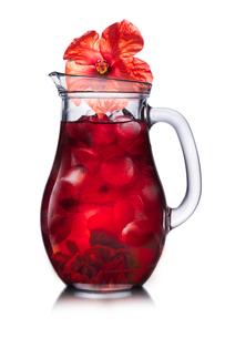Jug of Karkade (hibiscus tea)の写真素材 [FYI00791240]