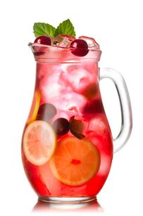Cherry mint lemonade jugの写真素材 [FYI00791289]
