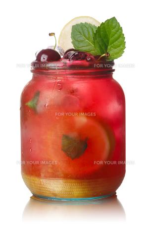 Cherry mint lemonade jarの写真素材 [FYI00791302]