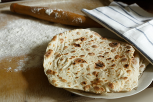 Lavash (traditional armenian bread)の写真素材 [FYI00791311]