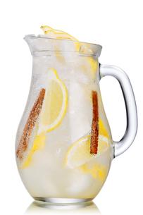 Lemon cinnamon lemonadeの写真素材 [FYI00791322]