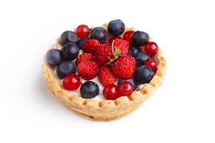 Dessert with wild berries.  Sweet tart with wild strawberry, blueberry and red currant.の写真素材 [FYI00791326]