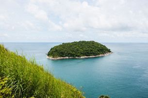 Blue sea with blue sky and white cloud, Phuket thailandの写真素材 [FYI00791337]