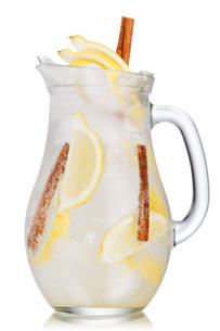 Lemon cinnamon lemonadeの写真素材 [FYI00791345]