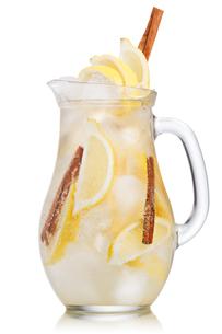 Lemon cinnamon lemonadeの写真素材 [FYI00791348]