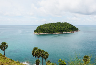 Blue sea with blue sky and white cloud, Phuket thailandの写真素材 [FYI00791351]