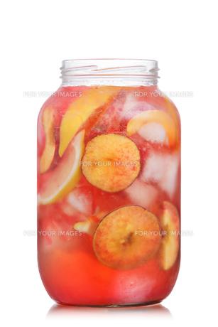 Peach lemonade jarの写真素材 [FYI00791359]