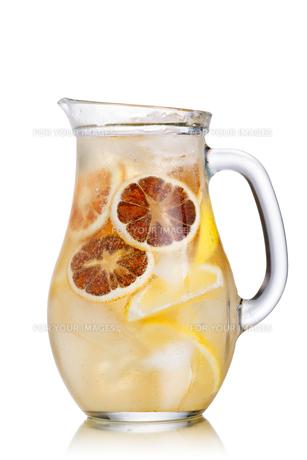 Lemonade pitcherの写真素材 [FYI00791364]