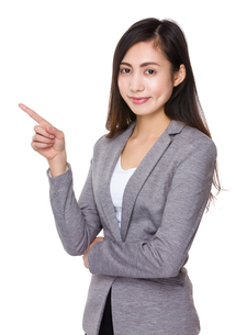 Asian businesswoman showing finger upの素材 [FYI00791522]
