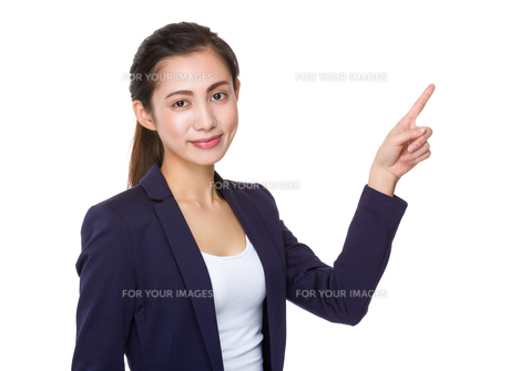 Asian businesswoman with finger point upの素材 [FYI00791542]