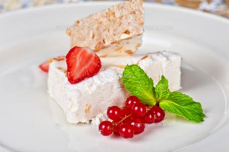 cream berries dessertの写真素材 [FYI00791620]