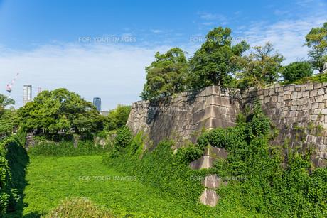 Wall fence of osaka castle in Japanの写真素材 [FYI00791711]