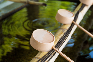 Traditional bamboo water scoopの写真素材 [FYI00791734]