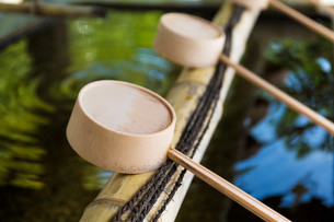 Traditional bamboo water scoopの写真素材 [FYI00791736]