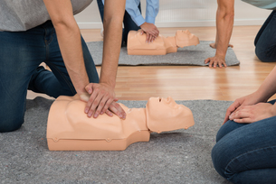 Students Practicing Cpr Chest Compressionの写真素材 [FYI00791898]
