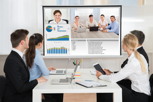 Businesspeople Attending Video Conferenceの写真素材 [FYI00791934]